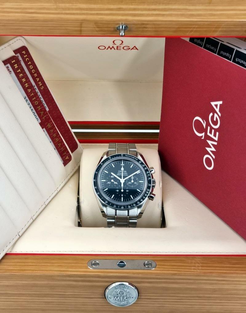 mega Speedmaster Professional Moonwatch ref. 35735000